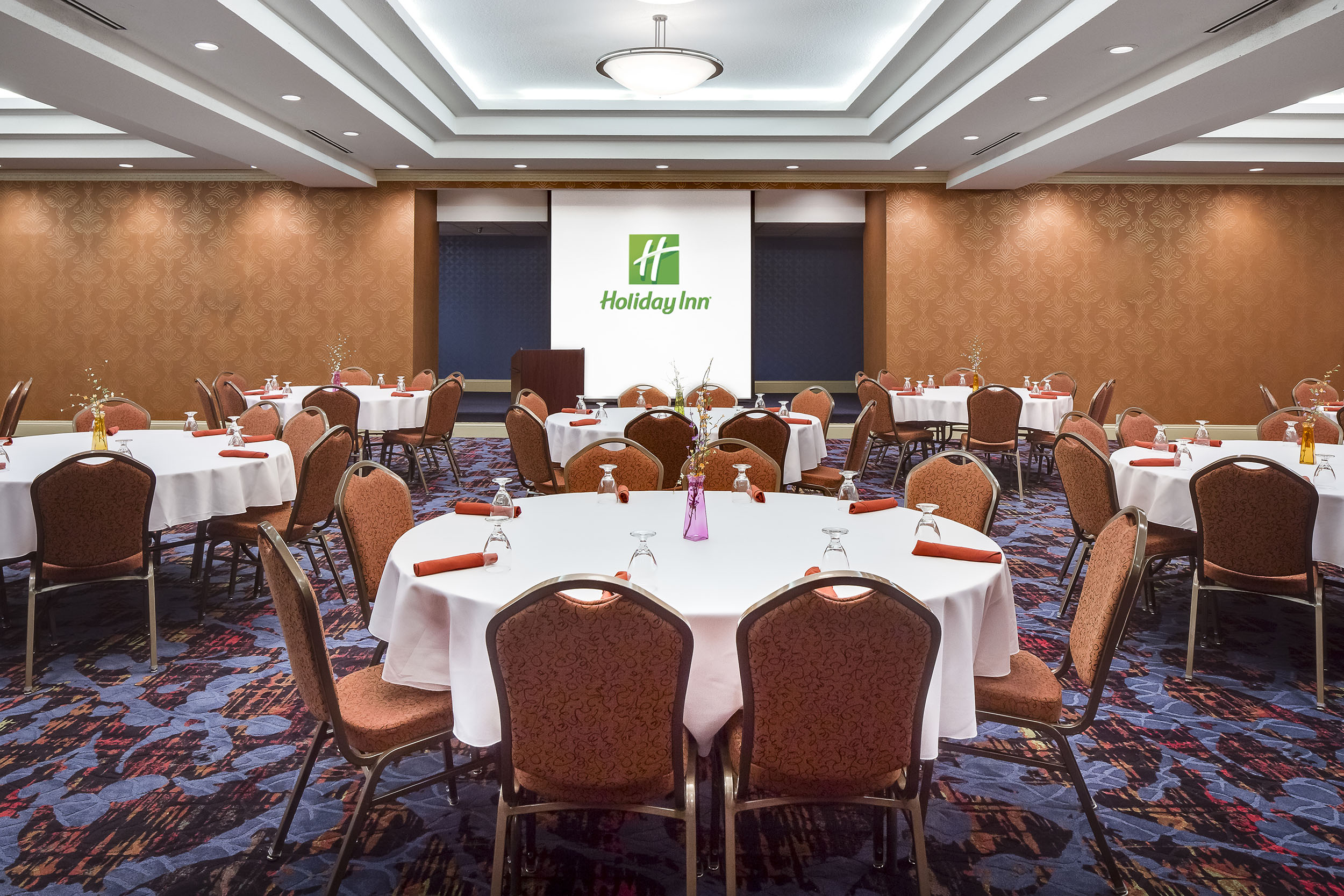 Dubuque-HolidayInn-1w.jpg