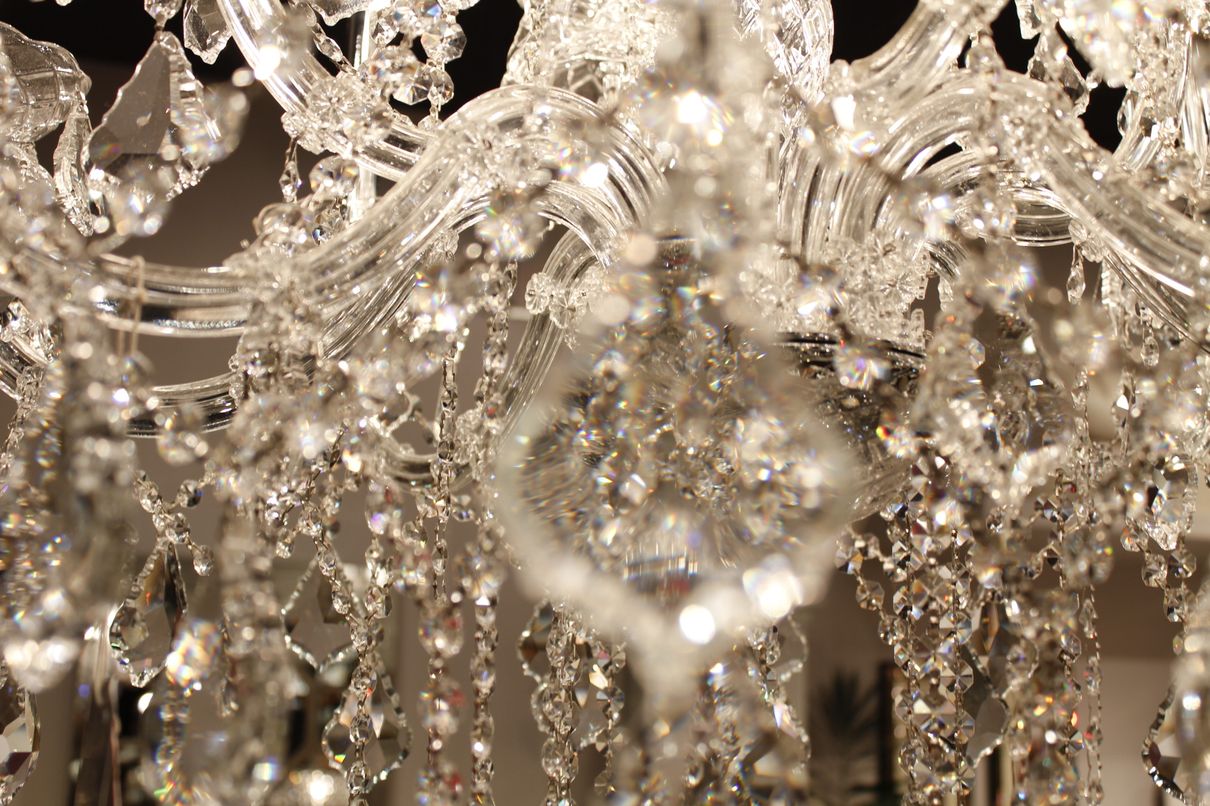 kozzi-light__chandelier-2387x1591