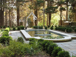 Ridley_Mansion_fountain_garden