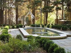 Ridley_Mansion_fountain_garden