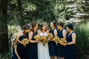 bride and bridesmaid sunflower bouquets