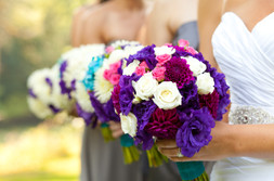 bride and bridesmaid flower bouquets