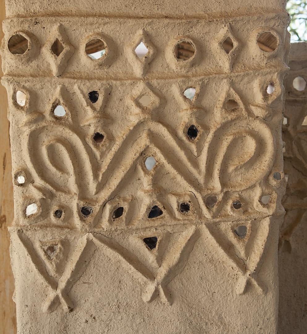 Lippan-ka-kaam, or mud work resembling a W