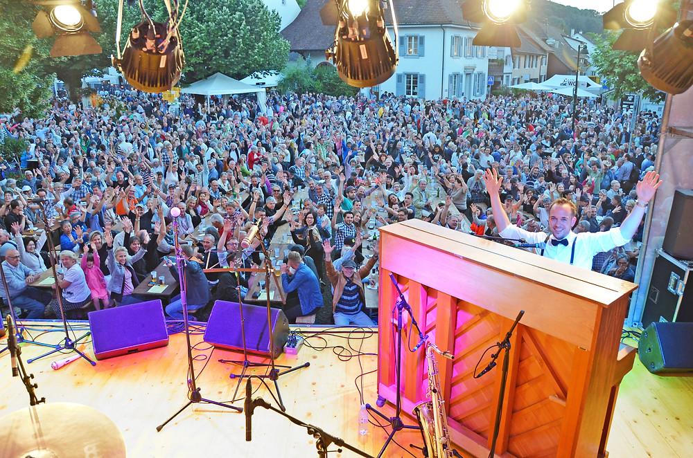 Chris Conz live beim Festival «Jazz uf em Platz» in Muttenz.