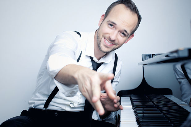 Pianist Chris Conz am Klavier