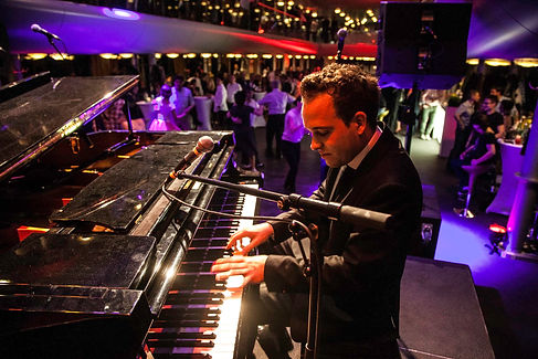 Shake The Ship on the Lake Constance with Richie Loidl, Christoph Steinbach. Chris Conz is playing solo on the grand piano.