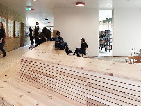 Køge Gymnasium - Ny siddetrappe i gangar
