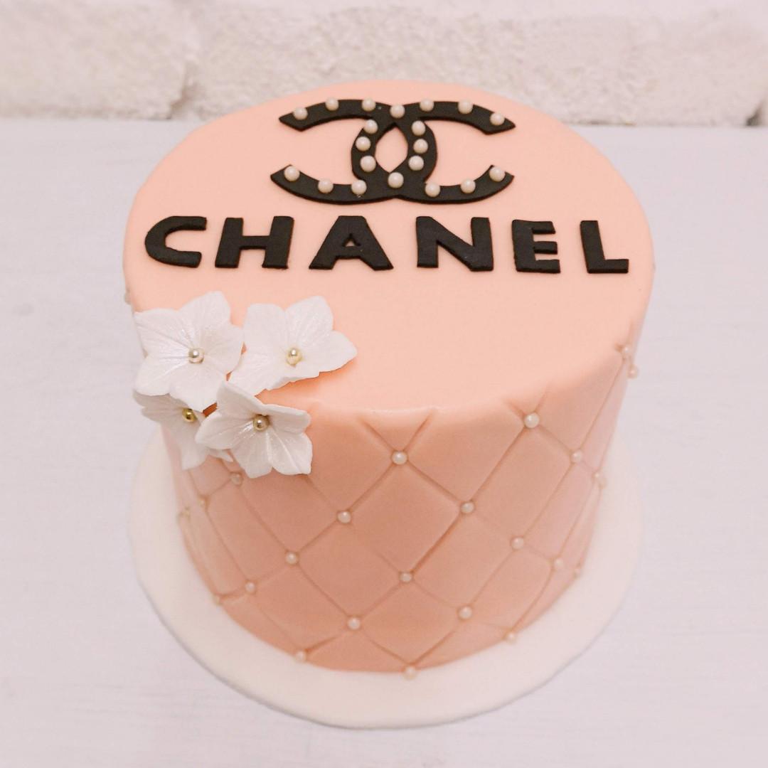 chanel_cake.jpg