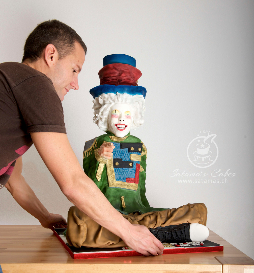 clown_ganz_mit_santi_grauer_hintergrund.