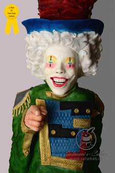 clown_grauer_hintergrund_mit_auszeichnun