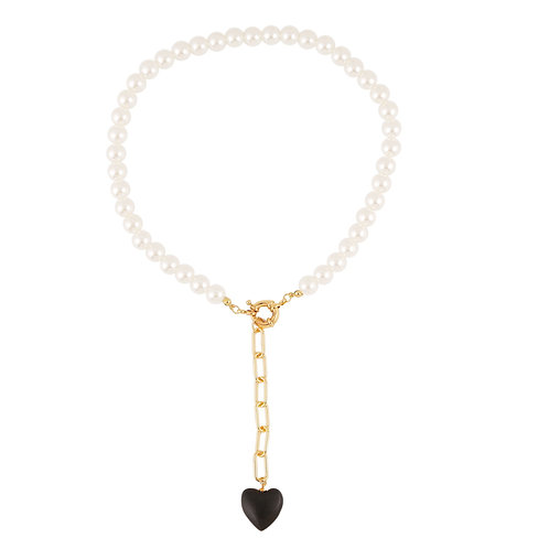 PEARL COLLAR NECKLACE WITH BLACK HEART