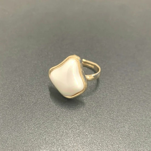 PRETTY IN PEARL IRREGULAR SHAPED RING