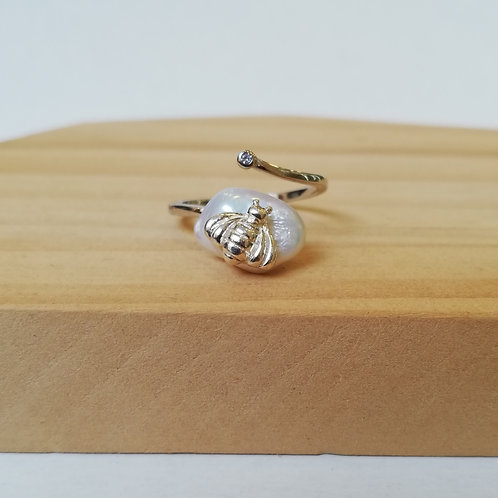 IRREGULAR FRESHWATER PEARL BEE ADJUSTABLE RING IN STERLING SILVER