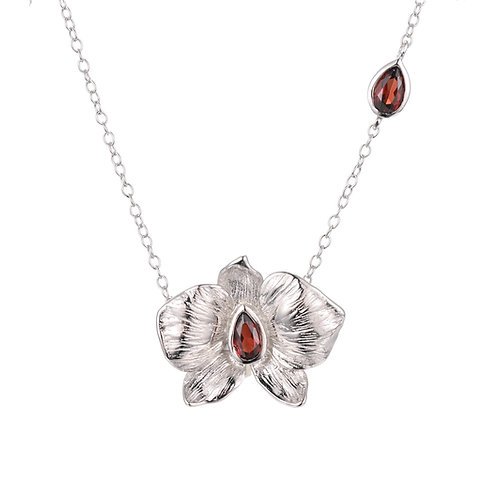 PEACH BLOSSOM STERLING SILVER NECKLACE WITH GARNET