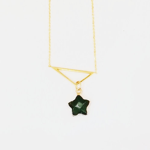 GOLD-PLATED TRIANGLE NECKLACE WITH GREEN AGATE STAR