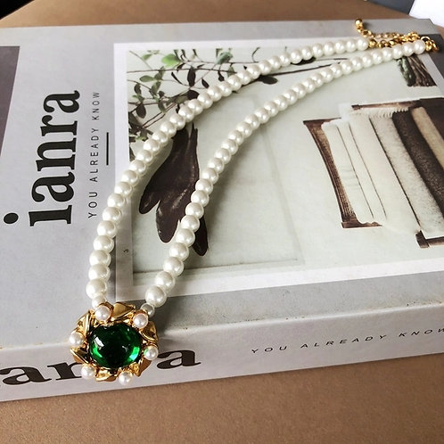 PRETTY IN PEARL NECKLACE WITH CRYSTAL