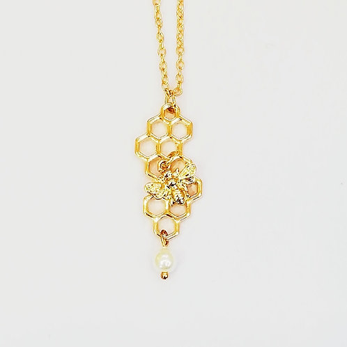 GOLD-PLATED BEE HONEYCOMB NECKLACE WITH PEARL