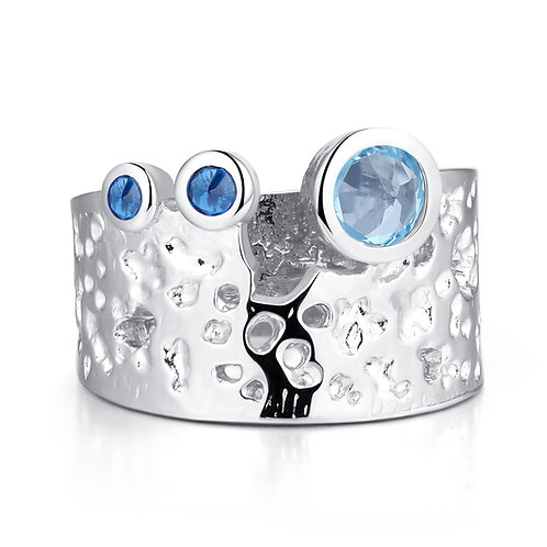 HANDMADE HAMMERED SILVER RING WITH BLUE TOPAZ
