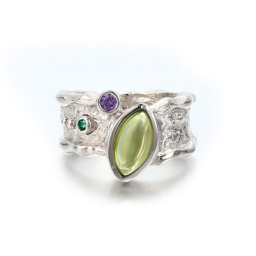 BELOVED BARK DETAIL SILVER RING WITH GREEN PERIDOT AND AMETHYST