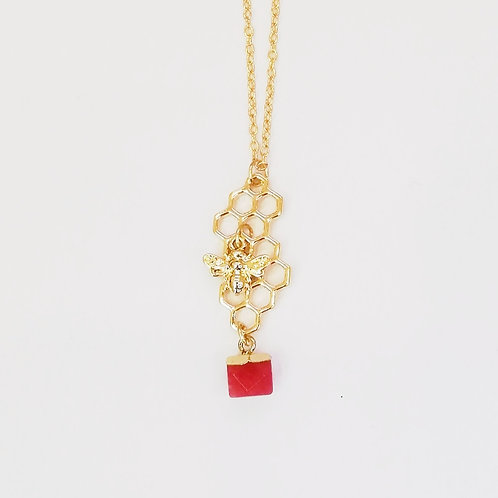 GOLD-PLATED BEE HONEYCOMB NECKLACE WITH RED QUARTZ