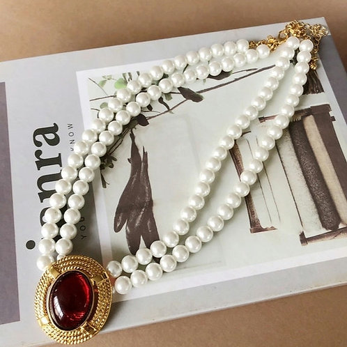 PRETTY IN PEARL NECKLACE WITH RED CRYSTAL