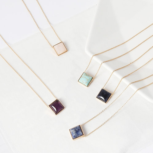 AMETHYST SQUARE GOLD NECKLACE
