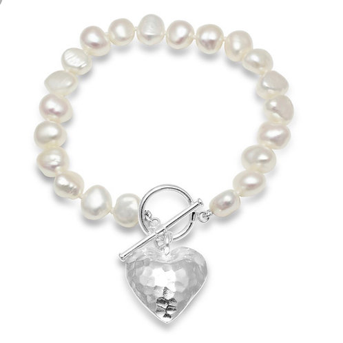 FRESHWATER POTATO PEARL BRACELET WITH STERLING SILVER HAMMERED HEART CHARM