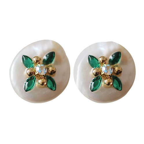 FRESHWATER PEARL STUDS WITH GREEN FOUR LEAF CLOVER