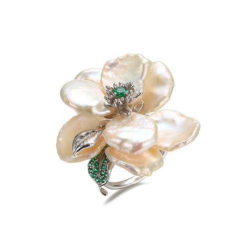 CAMELLIA FLOWER FRESHWATER PEARL RING W. GREEN SPINEL