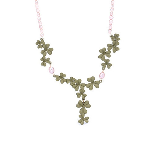 GREEN LEAF ENAMEL NECKLACE WITH FRESHWATER PEARLS