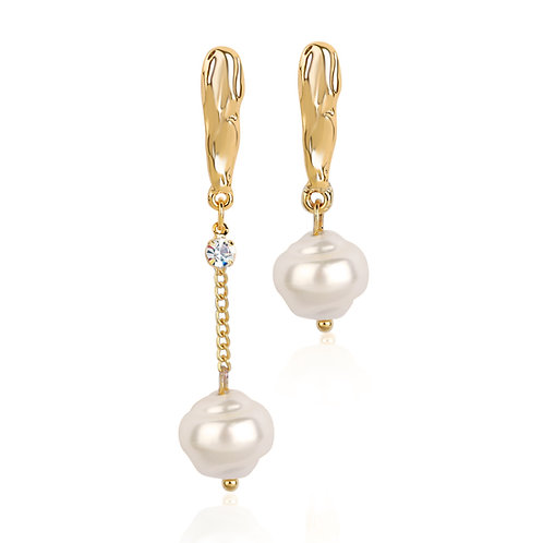 ASYMMETRIC GOLD-PLATED DANGLING PEARL EARRINGS