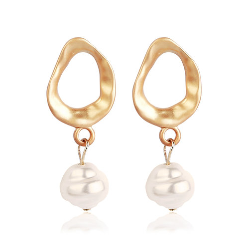 GOLD-PLATED HOOP WITH PEARL EARRINGS