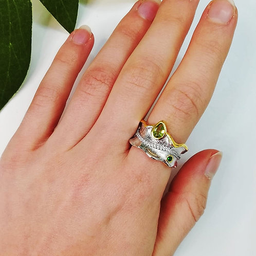 LEAF RING WITH PERIDOT IN STERLING SILVER
