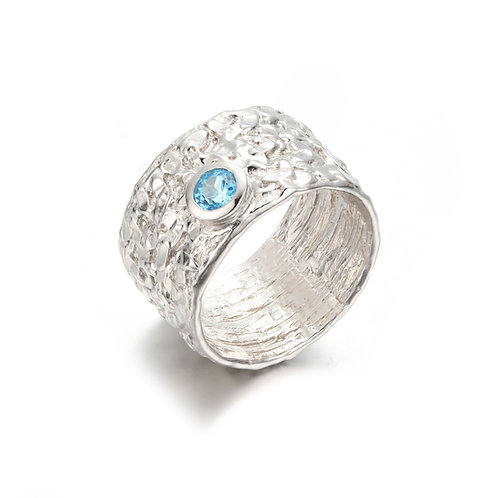 HAMMERED SILVER RING WITH SWISS BLUE TOPAZ