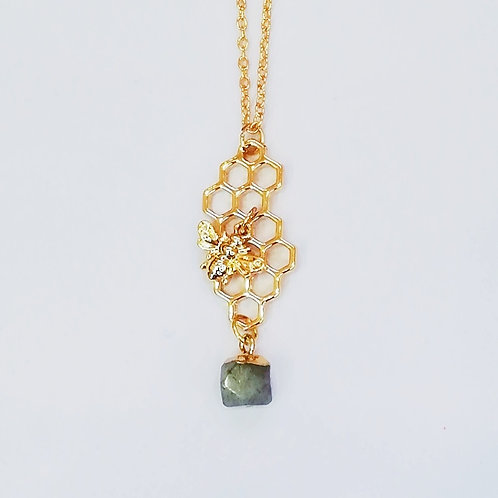 GOLD-PLATED HONEYCOMB NECKLACE WITH LABRADORITE