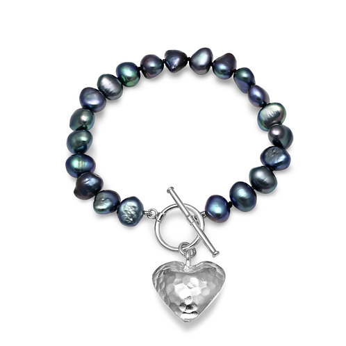 BLACK  FRESHWATER PEARL BRACELET  WITH HAMMERED SILVER HEART