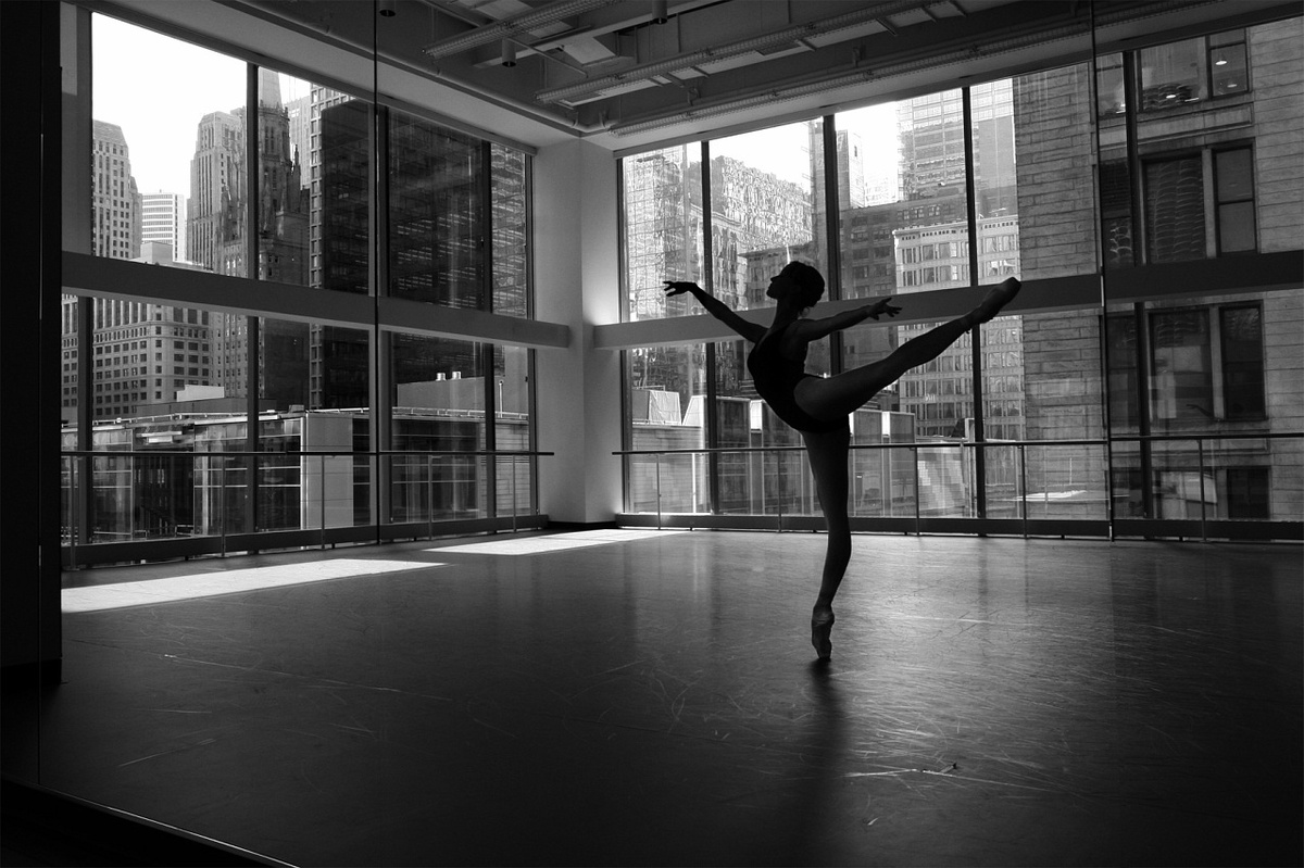 black_and_white_ballet_5_desktop_background.jpg