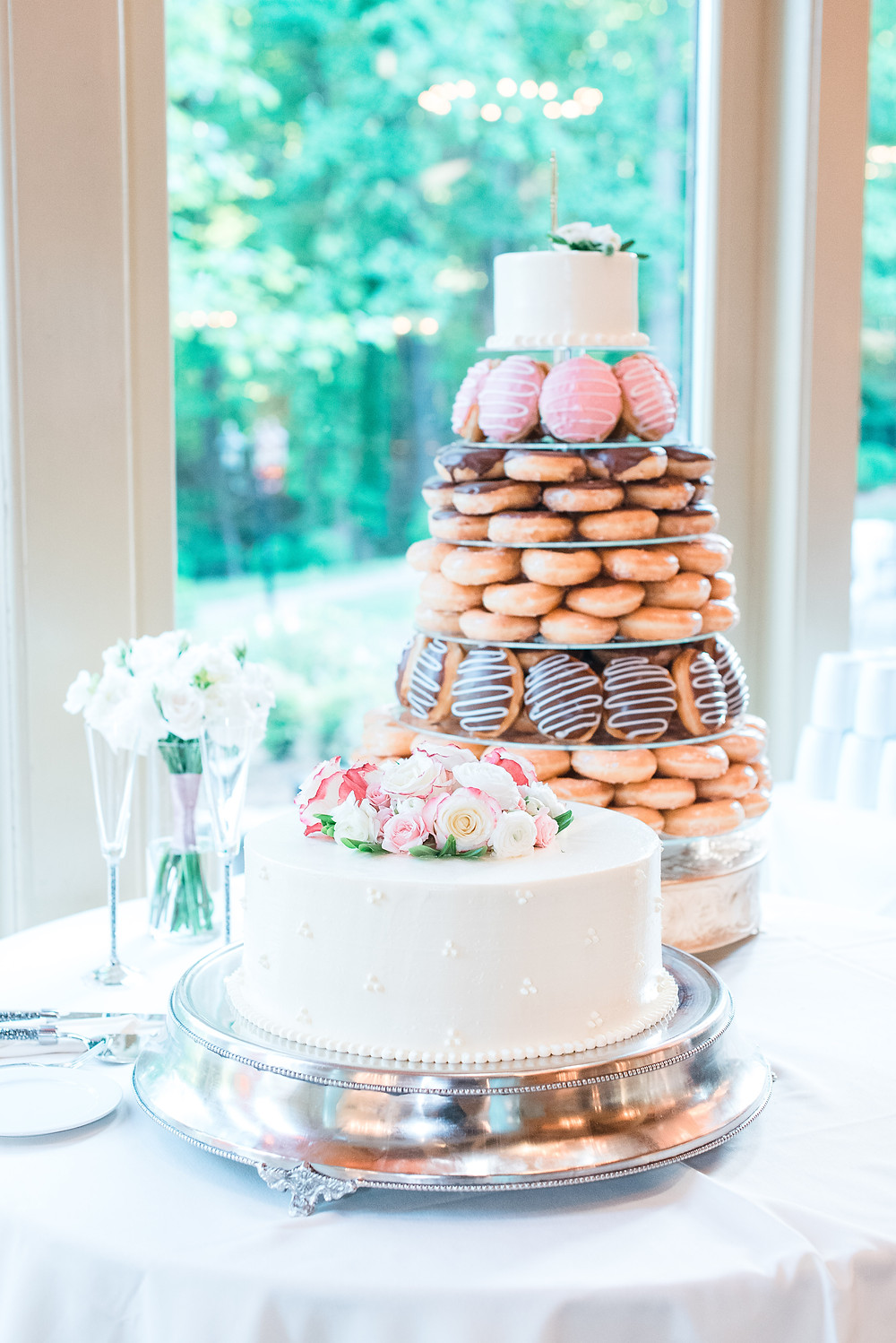 donut tower and wedding cake at country club of the south