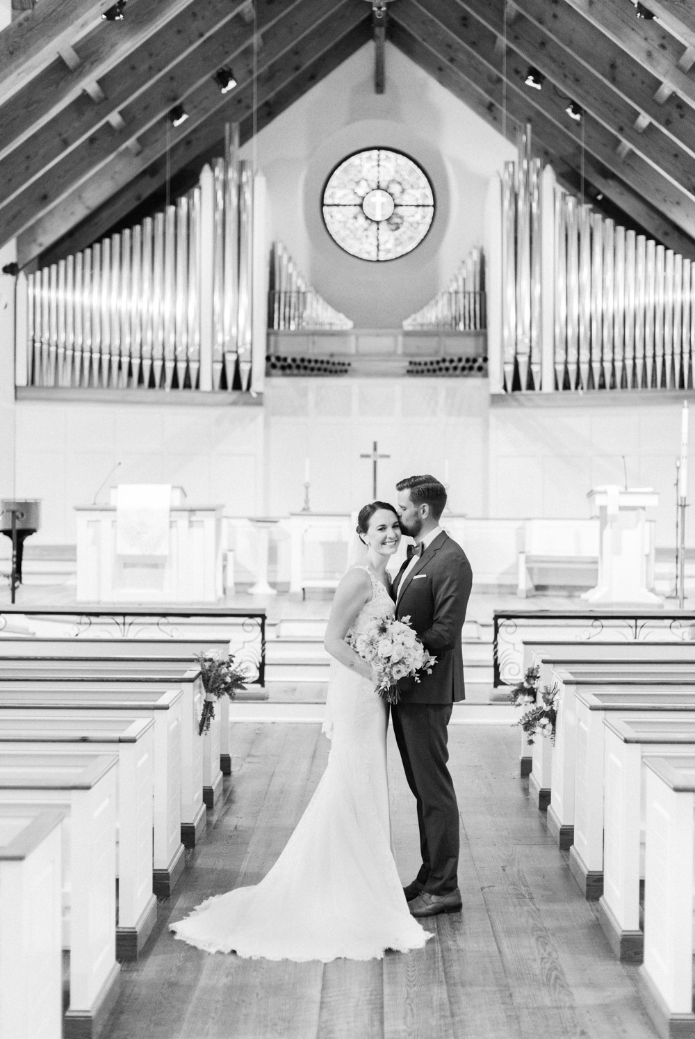 bride ceremony at wesley methodist church st simons island destination wedding