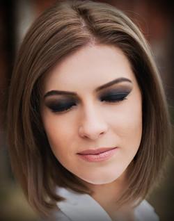 Smoky makeup model
