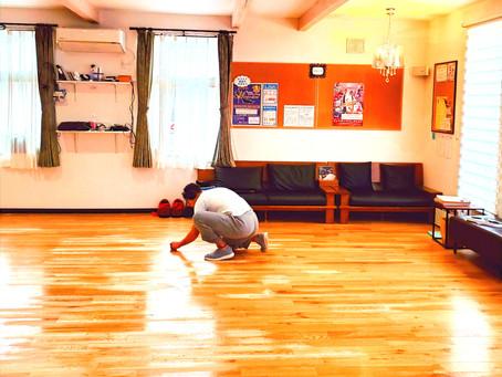 教室の床磨き♪