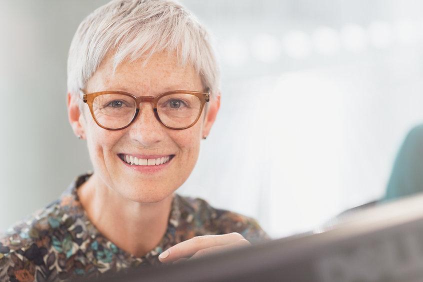 Portrait einer attraktiven älteren Frau