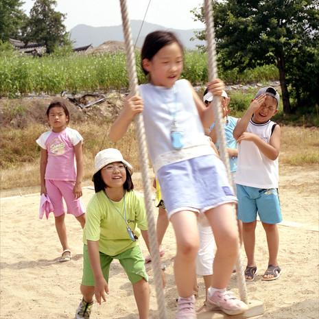 Kinder-Schaukel_KOREA.jpg