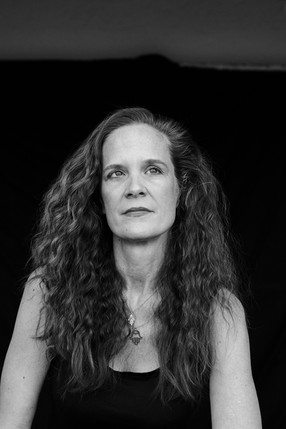 Mia Leonin Author