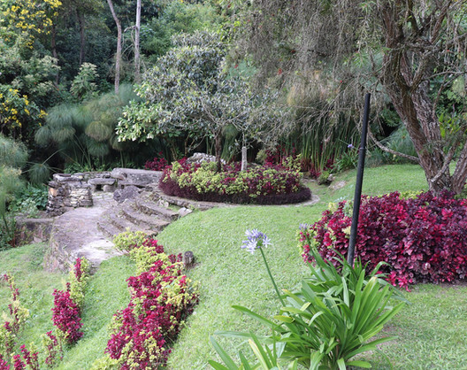 Plaza en los jardines de la  Posada Don Elicio Colonia Tovar Venezuela