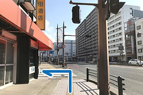 ③ Turn left at SHINWA BANK.
