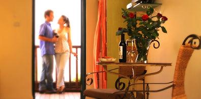 זוג במרפסת_edited.jpg