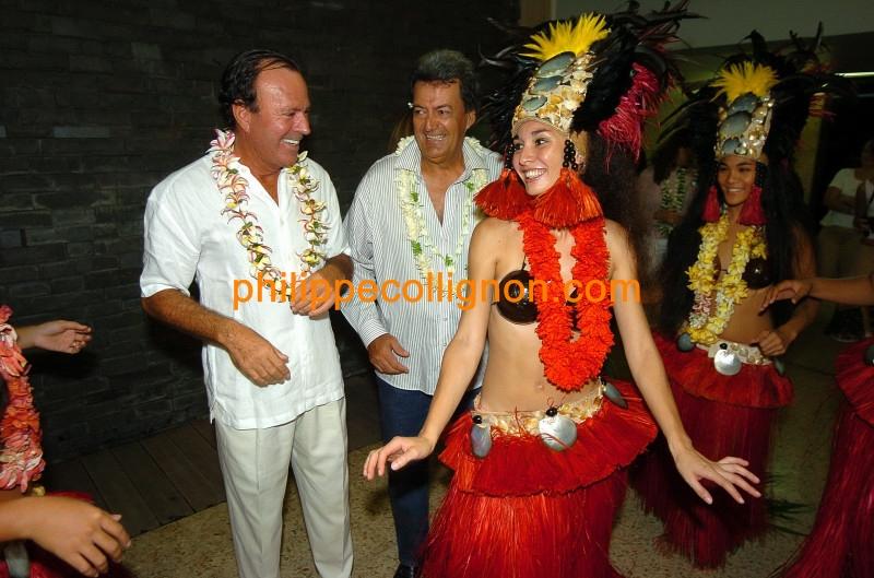 Julio_Iglésias_(novembre_2004)_13_GF.jpg