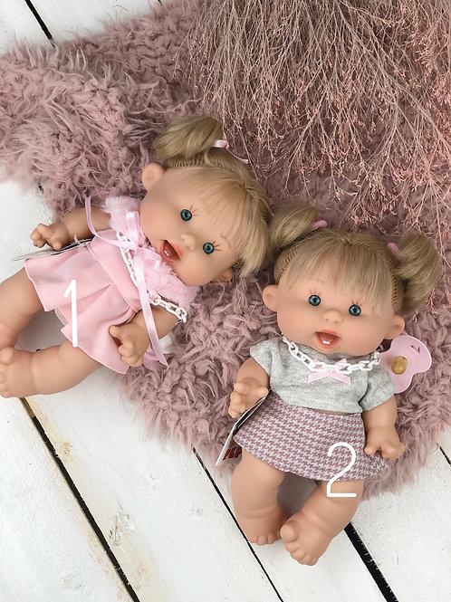 Puppe mit Bekleidung