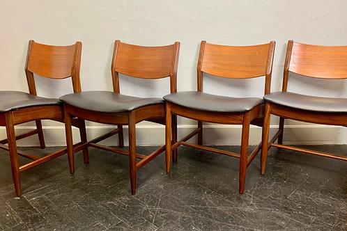 Set of 4 Black Vinyl Dining Chairs #D117